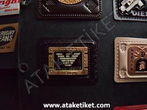metalli deri etiket, deri üzerine kabartma baskı, kabartma deri etiket, metal etiket, kot etiketi, çanta etiketi, mont etiketi, gömlek etiketi, armani etiket